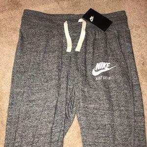 Nike quarter length joggers